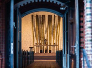 Saint Andreas, view through the open doors