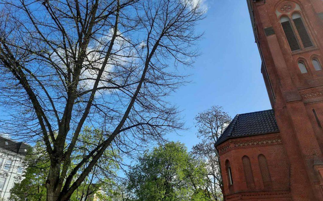 Foto Himmel hinter Kirche St. Markus